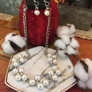 Gorgeous Pearl & Rhinestone necklace & earrings
